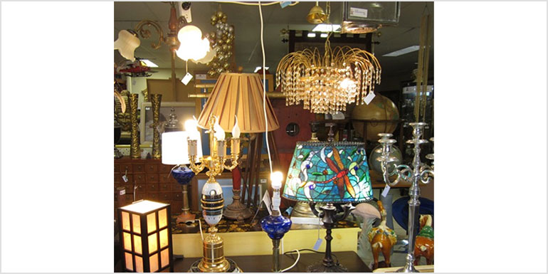 antique-shop-Gold-Coast-lighting-pic
